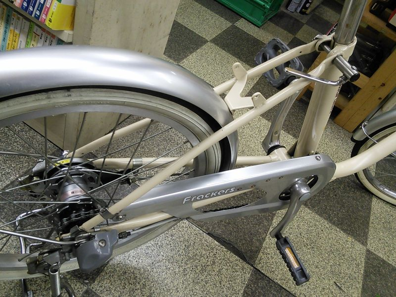 2、バッグは着脱式で自転車の ...